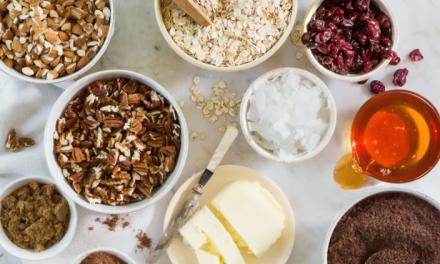 12 słodkich, chrupkich i łatwych przepisów na płatki keto